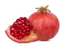 Ny granatäpple som isoleras på vit royaltyfria foton