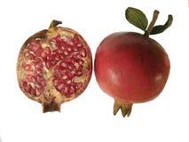 Ny granatäpplefrukt som isoleras på vit bakgrund arkivbild
