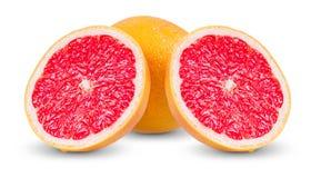 Ny grapefrukt med saftiga skivor som isoleras på Arkivbild