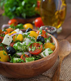ny grek isolerade vita banasalladgrönsaker Arkivbilder