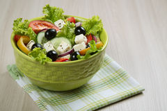 ny grek isolerade vita banasalladgrönsaker Royaltyfri Foto