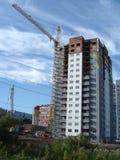 ny hög löneförhöjningbyggnad under konstruktion Royaltyfri Foto