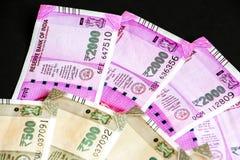 Ny indier 500, 2000 rupier sedlar royaltyfri foto