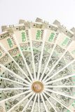 Ny indier 500 rupier sedlar och mynt arkivfoto