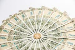 Ny indier 500 rupier sedlar och mynt arkivfoton