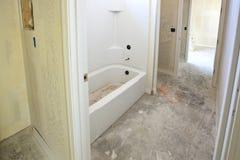 Ny installation av badrummet Arkivbild