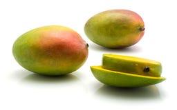 ny isolerad mango Arkivfoton
