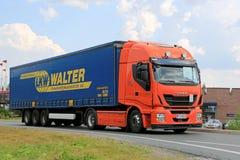 Ny Iveco Stralis Hög-väg halv lastbil på vägen Royaltyfri Foto