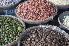 Ny jordbruksprodukter som är till salu i asiatisk marknad Royaltyfri Fotografi