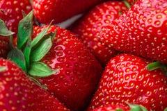 ny jordgubbe för bakgrund Moget i närbild Arkivbild