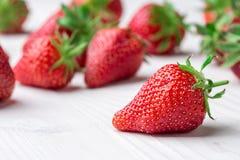 ny jordgubbe för bakgrund Moget i närbild Fotografering för Bildbyråer