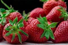 ny jordgubbe för bakgrund Moget i närbild Arkivbilder