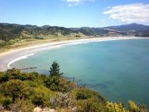 Ny kamratstrand, Coromandel, Nya Zeeland, som har röstats, som ett av världs`en s sätter på land topp 10 Royaltyfria Foton