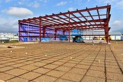 Ny kommersiell byggnad under konstruktion royaltyfria foton