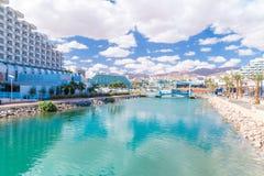 Ny lagun i Eilat Den Eilat staden är den populära destinationen för inhemsk och internationell turism royaltyfri bild