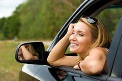 ny leendekvinna för bil Arkivbild