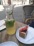 Ny lemonad- och fruktostkaka Royaltyfri Foto