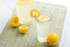 Ny lemonadsommardrink arkivbild