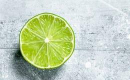 Ny limefrukt för halva royaltyfri bild