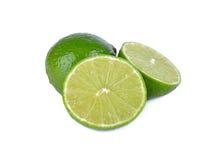 Ny limefrukt för helhet och för halvt snitt på vit bakgrund Arkivfoto
