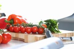 Ny liten tomat Cherry Cutting Board Photo arkivbild