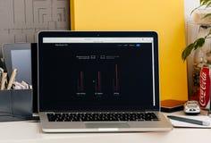 Ny MacBook Pro näthinna med handlagstångkapacitet av den nya varven Arkivfoton