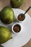 Ny mangochutney med mogna mango Arkivbild