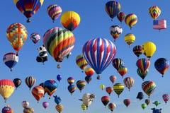Ny massuppstigning - - ärmlös tröjaballongflygandefestival Arkivfoto