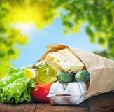 Ny mat i ett pappers- hänger lös Fotografering för Bildbyråer