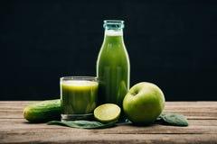 Ny mat och detoxdrink royaltyfria foton
