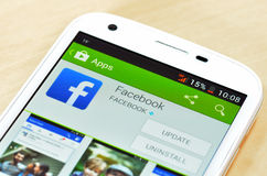 Ny mobiltelefon i den App Store samlingen Arkivbilder