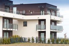 Ny modern byggnad Arkivbilder