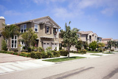 Ny modern Home gemenskap i sydliga Kalifornien royaltyfria foton