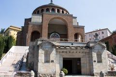 Ny modern kyrka framifrån #4 Arkivbild