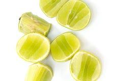 Ny mogen limefrukt på vitbakgrund Arkivfoton