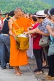 Ny monk i Chiang Mai, THAILAND arkivfoton