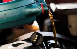 Ny motorisk olja Royaltyfri Bild