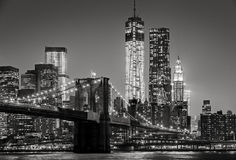 ny natt york Brooklyn bro, Lower Manhattan—svart Arkivfoton