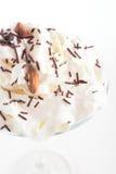 Ny och kall coctail på vit bakgrund Royaltyfri Fotografi
