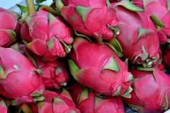 Ny och rå drakefrukt Royaltyfria Bilder