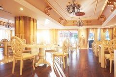 Ny och ren lyxig restaurang i europeisk stil Amara Dolce Vita Luxury Hotel semesterort Tekirova-Kemer Arkivbilder