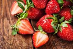 Ny organisk mogen jordgubbe Royaltyfria Bilder