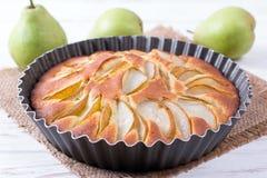 Ny päronpaj, läckra Autumn Fruit Tart arkivbilder