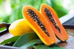 Ny papaya Arkivfoton