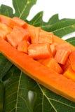 Ny papaya på vit bakgrund Arkivfoton