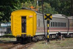 Ny passagerarebil av drevet inga 10 och 11 Namnet av rutten är Uttara Arkivfoto