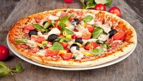 Ny pizza Fotografering för Bildbyråer