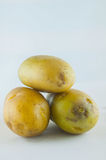 Ny potatis som isoleras på vitbakgrundsslut upp Arkivfoto