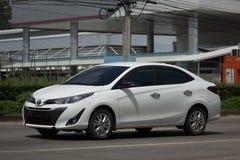 Ny privat Sedanbiltoyota Yaris ATIV Eco bil Arkivfoton