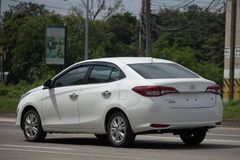 Ny privat Sedanbiltoyota Yaris ATIV Eco bil Arkivbild